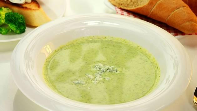 Polévky kuchaře Pavla Šnajdra. Brokolicová s modrým sýrem.