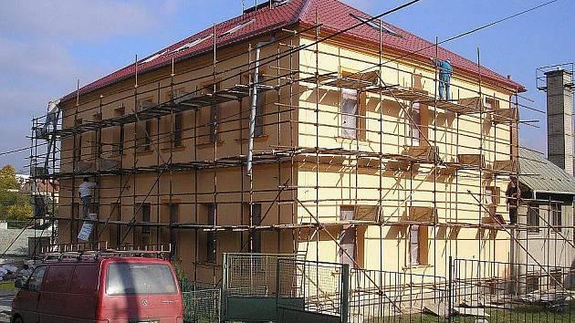 Žáci ZŠ Březůvky se ve středu 18. listopadu poprvé učili v opravených prostorách školy.
