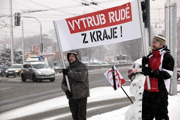 Demonstrace proti KSČM vradě Zlínského kraje.