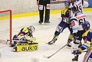 Zlínští hokejisté (v modrém) v 16. kole extraligy doma hostili Liberec.