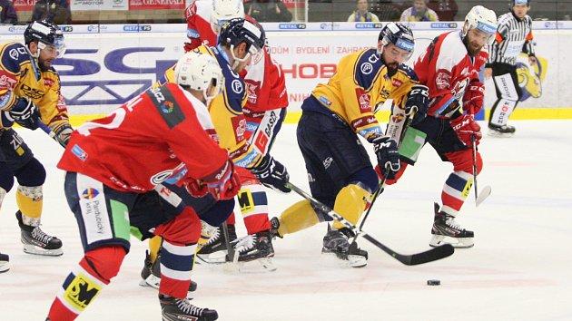 Extraligoví hokejisté Zlína hostili Pardubice