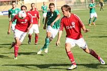 Divizní fotbalisté Slovácké Sparty Spytihněv (v červeném). Ilustrační foto