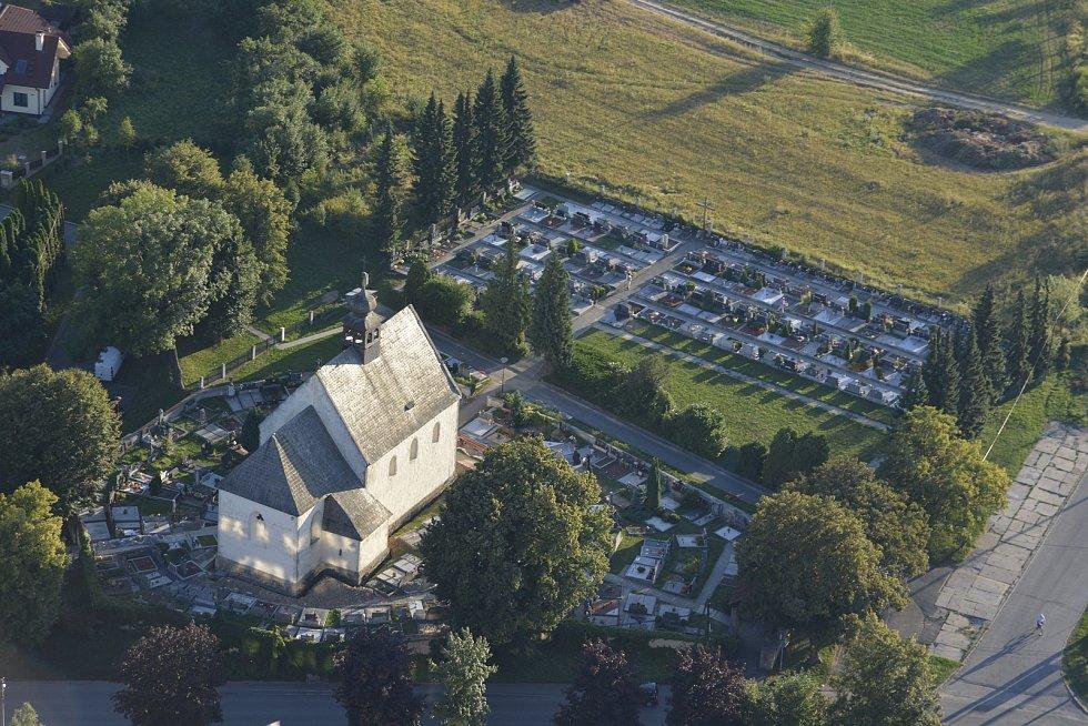 Dominantou obce Tečovice je ranně gotický kostel sv. Jakuba Většího ze 13. století