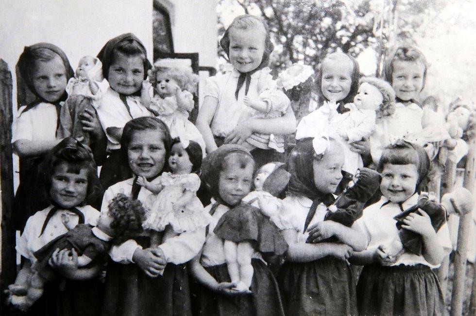 Velký Ořechov - Jak jsme žili. MŠ 1958-59  scénka Mamičky na MDŽ