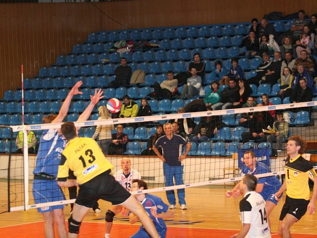 Volejbal Zlín - Staré Město (ve žlutém). Ilustrační foto