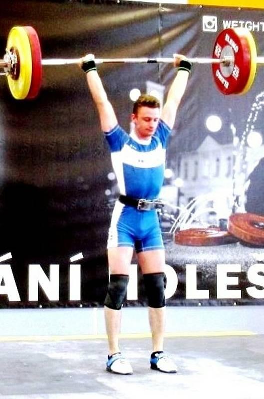 Zlínský vzpěrač Dominik Šesták v hmotnostní kategorii do 67 kg za výkon 200kg získal vysněný historický titul mistra ČR pro rok 2021.