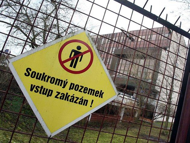 Bývalá správní budova JZD Slušovice ve Slušovicích.