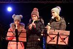 Česko zpívá koledy rozezněla náměstí ve Zlíně