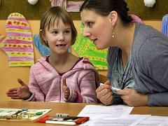Základní školy ve Zlíně vyhlásily na pátek 21. ledna zápisy do prvních ročníků. Na základní škole ve Slovenské ulici se sešli desítky rodičů se svými potomky.