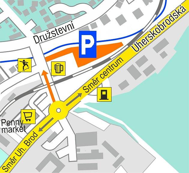 Odstavná plocha se nachází na příjezdu do města ve směru od Uherského Brodu.