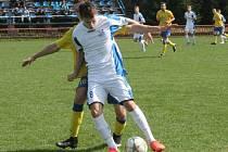 Fotbalisté Viktorie Otrokovice (v bílo-modrém). Ilustrační foto.
