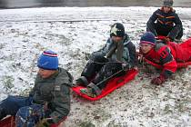Děti v Otrokovicích využily sněhové nadílky