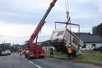 Následky nehody obytného vozidla v Bohuslavicích u Zlína