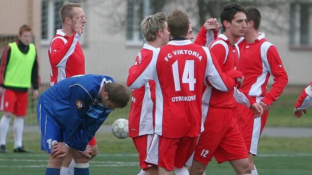 FC Viktoria Otrokovice (v červeném) . Ilustrační foto.
