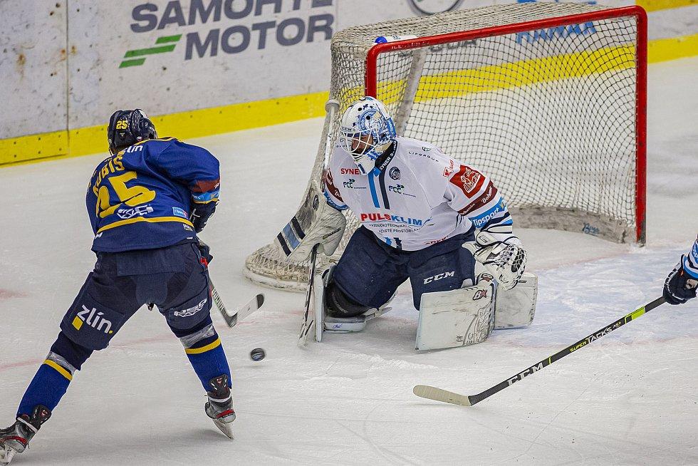 Hokejisté Zlína (v modrém) v úterý večer na Zimním stadionu Luďka Čajky vyzvali Bílé Tygry z Liberce. Na snímku Kubiš Foto: pro Deník/Jiří Zaňát