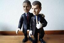 Dříve než se mohli střetnout americký prezident Barack Obama s prvním mužem Ruska Dmitrijem Medveděvem kvůli podpisu dohody o jaderném odzbrojení v Praze, zastavili se, alespoň pomyslně, i ve Zlíně. Konkrétně u loutkaře Jaroslava Navrátila.
