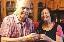 Paní Svatoslava Bravencová ze Zlína má 83 let, její manžel Miroslav o pět více. Když se dozvěděli o možnosti nechat se očkovat proti onemocnění covid-19, vůbec se nerozmýšleli
