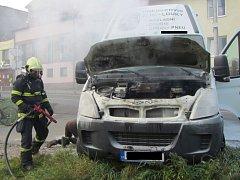 Požár dodávky Iveco vyděsil obyvatele ulice Mladcovská ve Zlíně