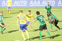 Fotbalisté Fastavu Zlín (ve žlutém) ve 2. kole skupiny o záchranu ve Fortuna:lize hostili předposlední Příbram.