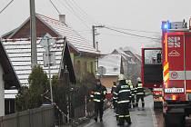 Hasiči z hořícího domku na Zlínsku vytáhli muže v bezvědomí