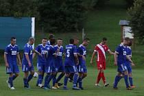 Fotbalisté Slavičína (v modrých dresech) ve středu ve 2. kole Mol Cupu vypadli s prvoligistou z Karviné.