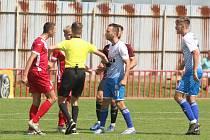 Fotbalisté Otrokovic (v modro-bílých dresech) prohráli rovněž čtvrtý zápas letošního ročníku MSFL.