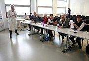 Regionální kolo ankety o nejoblíbenějšího učitele ČR Zlatý Ámos v prostorách 15. budovy 14I15 Baťova institutu ve ZlíněGymnázium Holešov.