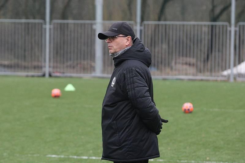 Fotbalisté Zlína po krátké vánoční přestávce v pondělí  zahájili specifickou dvoutýdenní zimní přípravu. Na snímku je trenér Bohumil Páník.