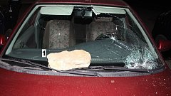 Vandal - senior ve Zlíně poškodil nejméně čtyři auta, škoda jde do desítek tisíc.