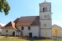 Chloubou Tlumačova je například kostel svatého Martina, hasičská zbrojnice nebo také krásně upravené náměstíčko.