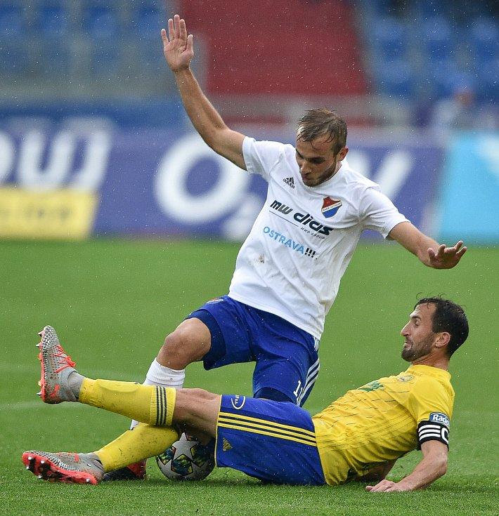 Utkání 12. kola první fotbalové ligy: Baník Ostrava - Fastav Zlín, 5. října 2019 v Ostravě. Na snímku (zleva) Nemanja Kuzmanovič a Petr Jiráček.