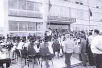 ZŠ GABRY A MÁLINKY. Rok 1973. Otevírání školy ve Štítné nad Vláří doprovázel i bohatý kulturní program.
