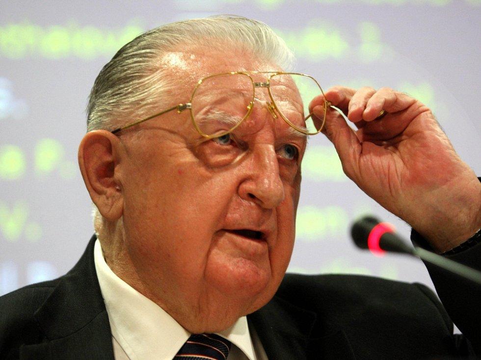 1. Zastupitelstvo Zlínského Kraje dne 8.11.2012. Na snímku František Čuba