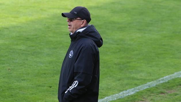 Trenér fotbalistů Zlína Bohumil Páník při domácím zápase s Opavou.