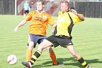 Fotbalová rezerva Příluku B (oranžoví) o víkendu senzačně porazila lídra zlínské III. třídy skupiny A Lípu 2:1.