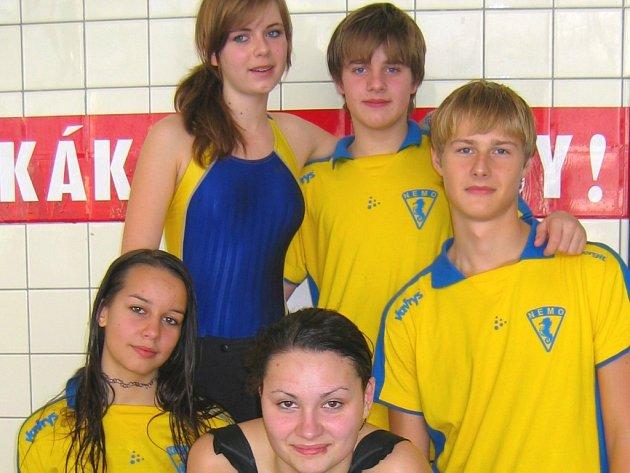 Team Nemo Zlín: zleva Alena Absolonová, Petra Polanská, Jan Coufal, nahoře Kateřina Kuldová a Jan Mikl.