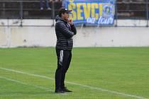 Fotbalisté Zlína (modré dresy) se ve čtvrtek představili na stadionu v Drnovicích, kde se utkali s druholigovým Vyškovem.