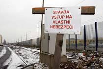Stavba parkovacích míst na sídlišti v Malenovicích.