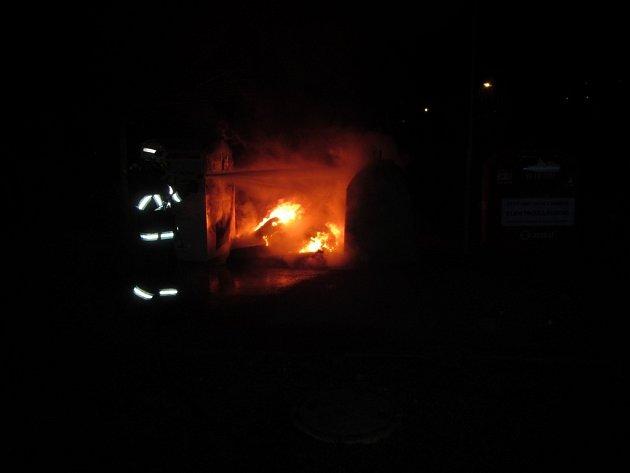Požár kontejnerů ve Slušovicích