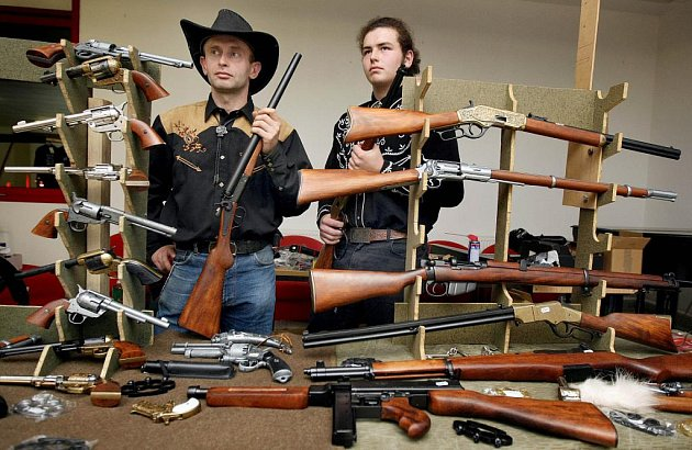 Richard Skřivánek, majitel firmy Legendární zbraně, která prodává repliky dobových zbraní.