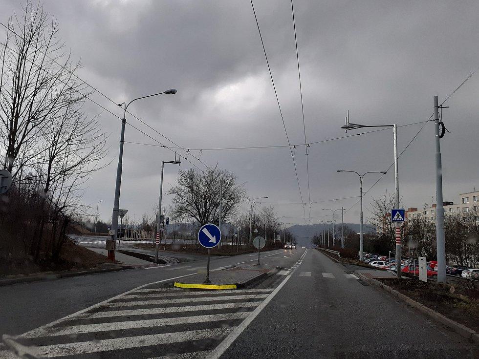 """Jedna z mála """"vlaštovek"""" ve Zlíně,  ostrůvek v ulici Okružní."""
