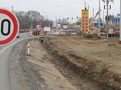 Trasa mezi Zlínem a Otrokovicemi ještě letos v březnu připomínala tankodrom