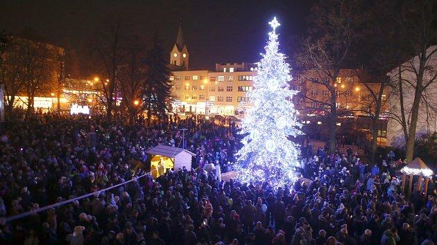 Slavnostní rozsvícení vánočního stromu na náměstí Míru ve Zlíně