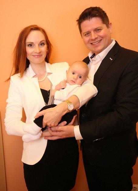 Vítání dětí na městském úřadě ve Zlíně.Julie a Jan Novákoví se synem Janem.