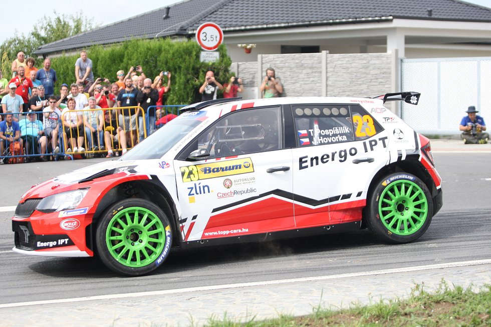 V rámci 49. ročníku Barum Czech Rally Zlín absolvovali v sobotu dopoledne jezdci rychlostní zkoušku Březová. Na snímku Tomáš Pospíšilík