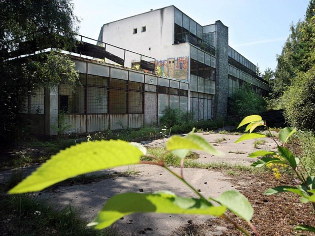 Kdysi vyhlášený hotel Voroněž, dnes známý jako Kaskáda, už několik let chátrá