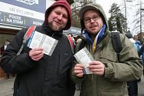 Fanoušci za hodinu vyprodali Zimní stadion Luďka Čajky.