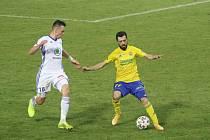 Fotbalisté Zlína (žluté dresy) se po dvou výhrách posunuli na jedenácté místo tabulky.