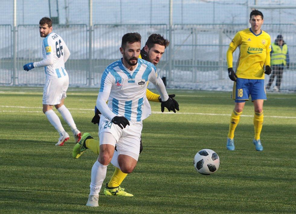Fotbalisté Zlína (žluté dresy) ve druhém zimním přípravném zápase přehráli slovenskou Nitru 5:0.