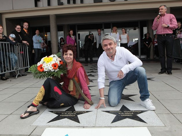 FILM FEST ZLÍN 2014: Chodník slávy dětských filmových hvězd.  Odhalení hvězd Magdaléně Reifové a Michalu Suchánkovi.